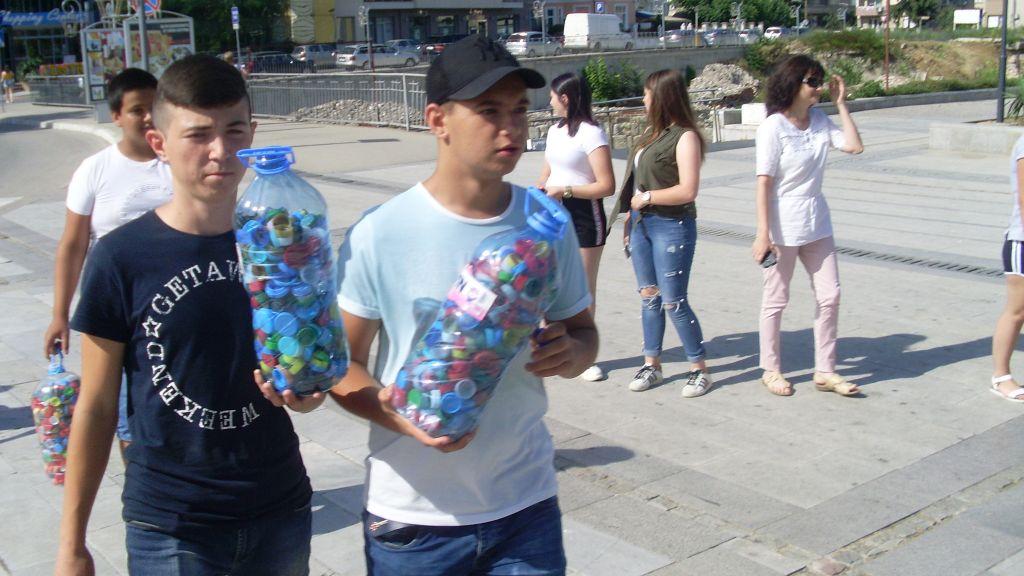 """Акция в подкрепа на инициативата """"От любов към децата и Земята дари капачка"""" - голяма снимка"""